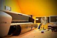 Serwis ploterów i techniczna obsługa. © Zdjęcie za zgodą Akte.com.pl i autora @PhotoSchroedingerCat https://akte.com.pl/serwis-ploterow/